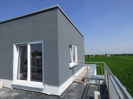 Dachterrasse, Geländer ist auch angebracht worden.